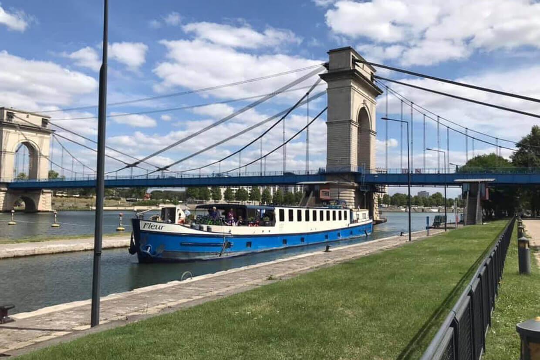 Barge Fleur Moret Auxerre Sluis Seine
