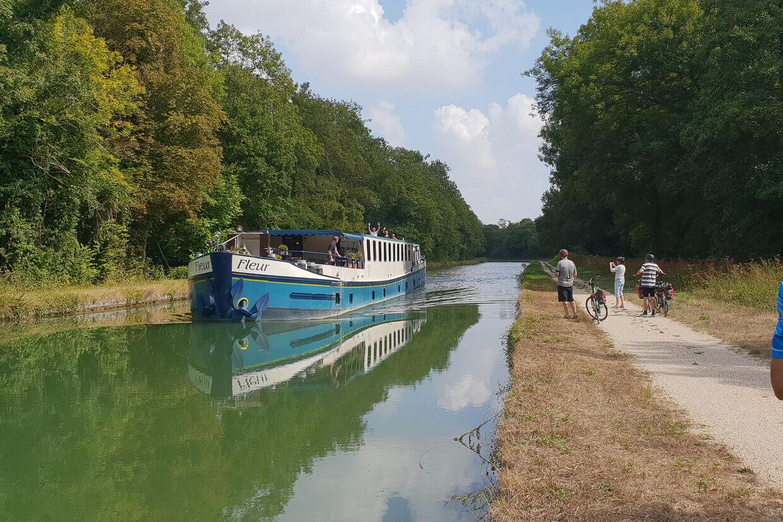 Barge Fleur Parijs Montargis Fietsers Schip