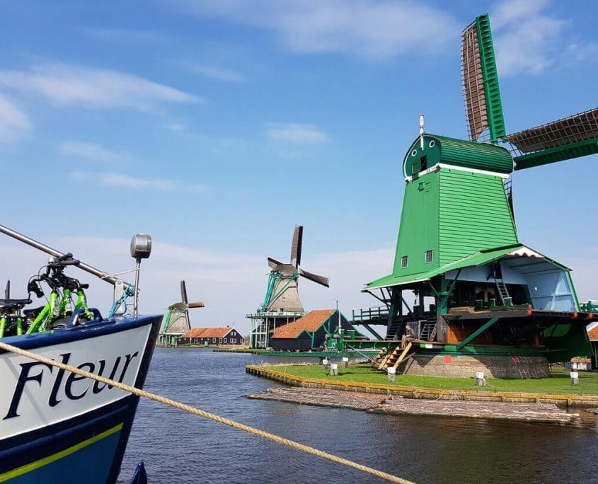 Barge Fleur Tulpentoer Zaanse Schans