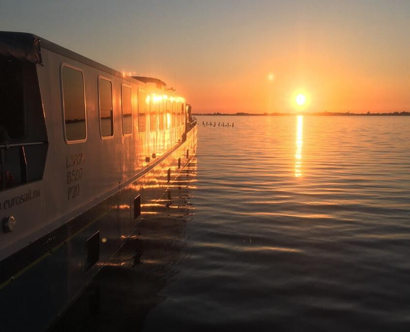 Barge Fleur Tulpentoer Zonsondergang